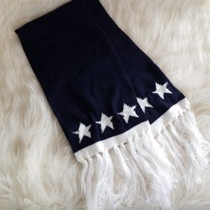 Accessories - 💥Want this FREE?💥 White Stars Knit Scarf